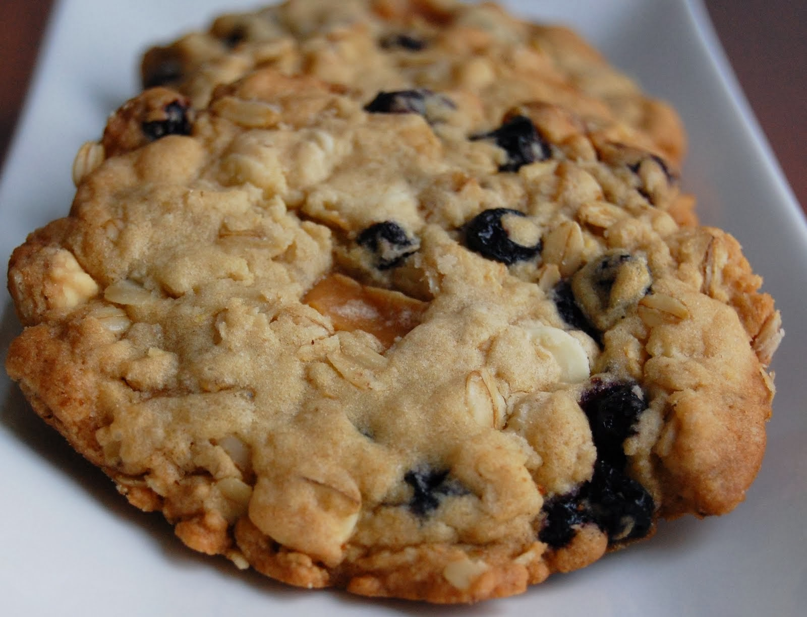 Blueberry, Caramel and White Chocolate Oatmeal Cookies | Cook'n is Fun ...