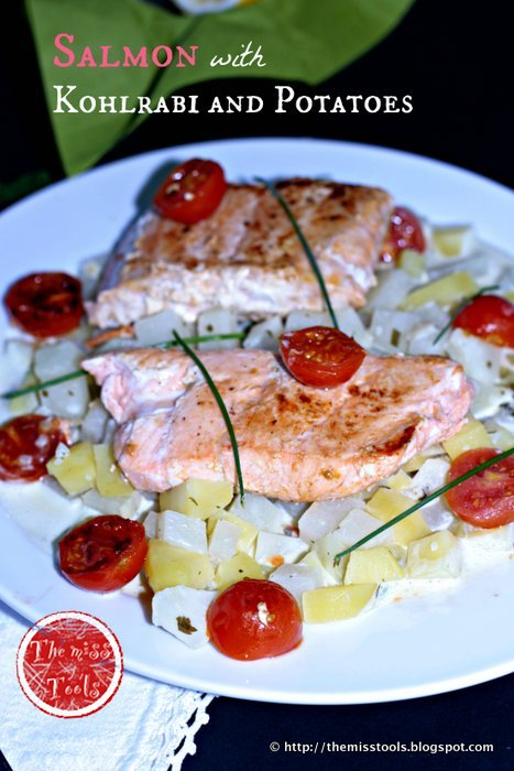 filetti di salmone su kohlrabi e patate con salsa cipollina di créme fraîche  salmon fillets on kohlrabi and potatoes with chives créme fraîche sauce
