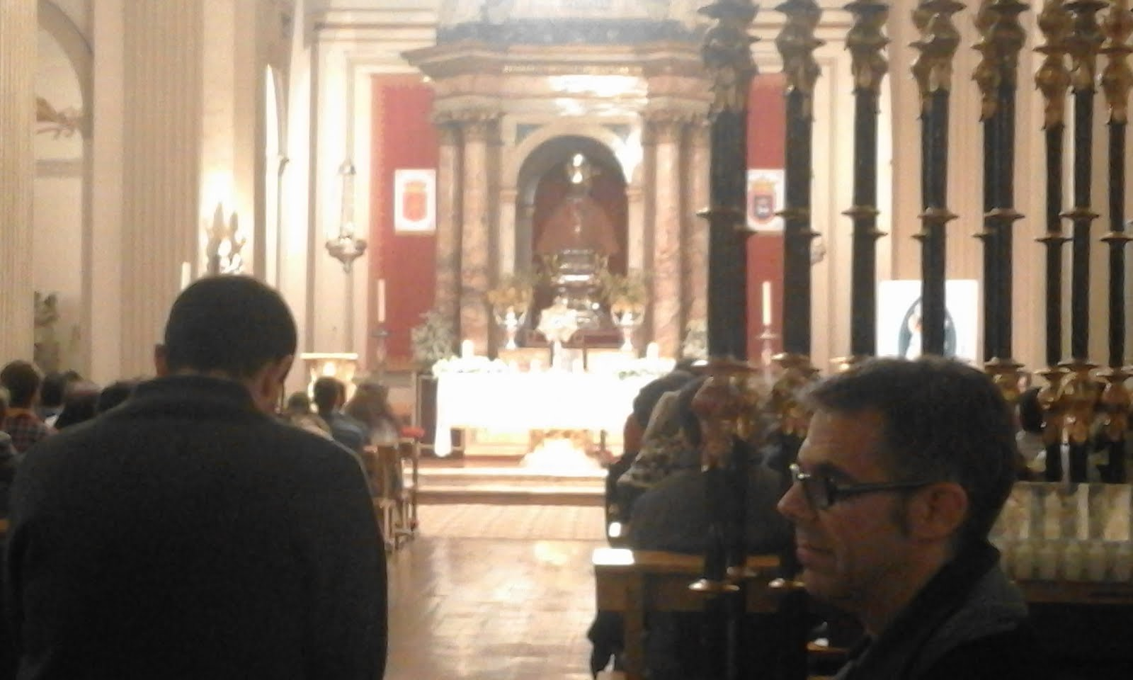 Matrimonio Biblia Paralela : En el taller de josé oración los jóvenes con obispo