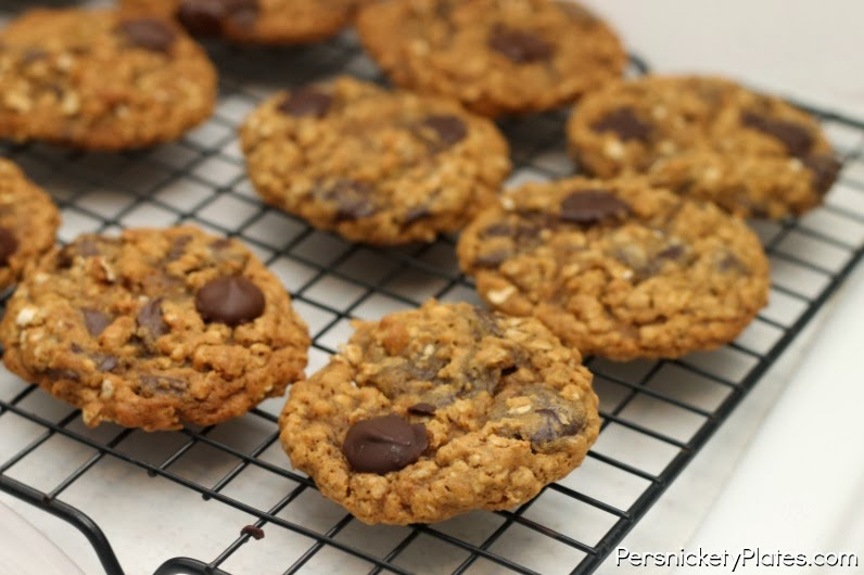 how to make chocolate chip molasses cookies
