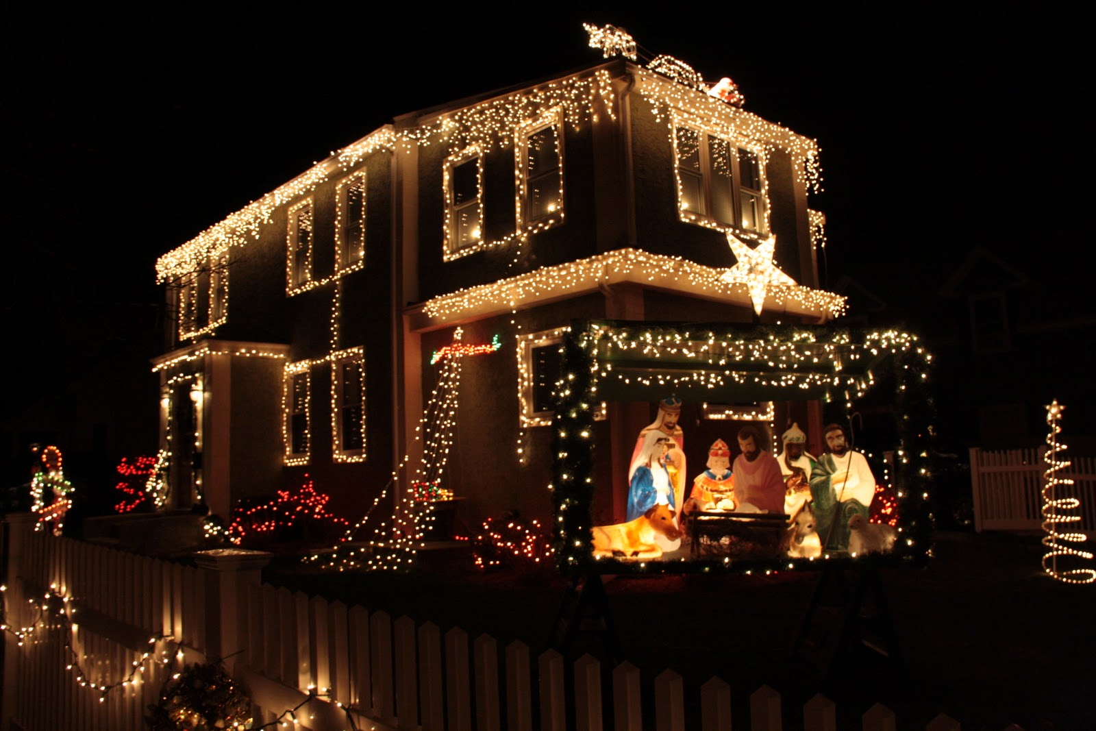 Christmas light police every year my sister and i like to ride around our hometown and surrounding towns and critique some christmas light displays we didnt do it this year but solutioingenieria Image collections