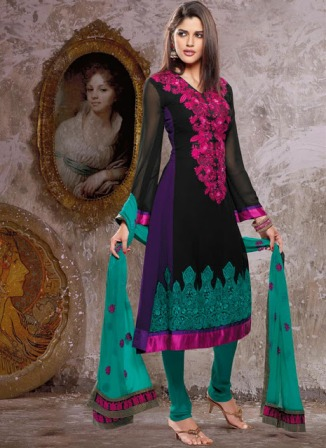 Pakistani_Dresses_Neck_Line