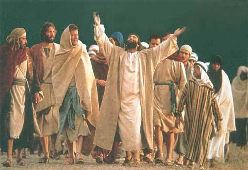 Jesus orava diante das pessoas