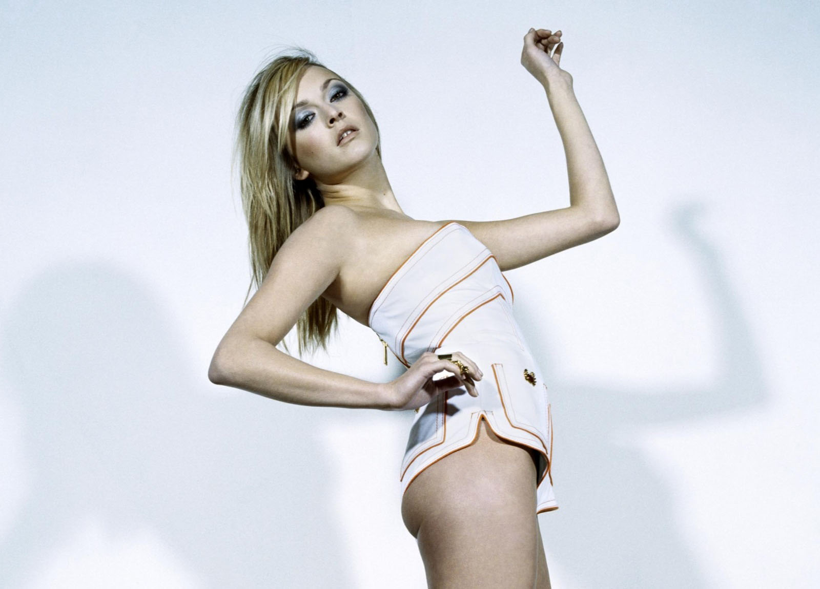 http://4.bp.blogspot.com/-cGHO0qelh5w/UBN5xT_2W3I/AAAAAAAAAx0/UGs9hU21MLI/s1600/Fearne-Cotton-Hot-Wallpapers-1.jpg
