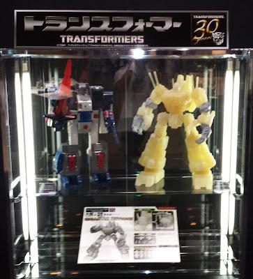 Sentinel Transformers Gigantic Action Scorpinok Figure