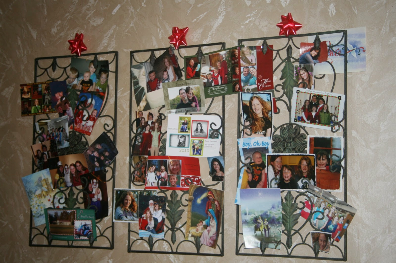 SusieQTpies Cafe: Top Creative Holiday Card Display Ideas ...