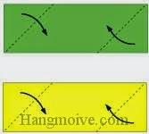 Bước 2: Gấp chéo hai cạnh của hai tờ giấy vào trong.