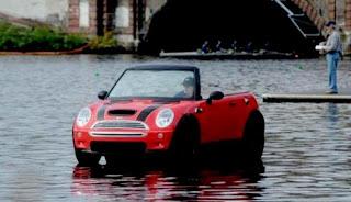 WOW...MINI Cooper ini Bisa BERJALAN di atas Air