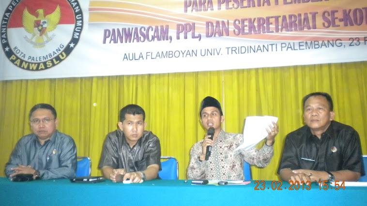 Komisioner dan Kepala Sekretariat Panwaslu Kota Palembang