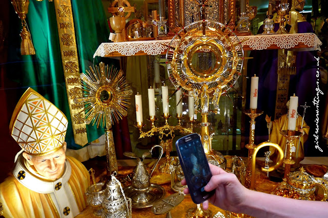 Tourist Shop Selling Vatican / Pope Merchandise
