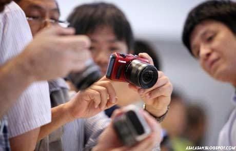 http://asalasah.blogspot.com/2014/11/kelebihan-dan-kekurangan-kamera-mirrorless-vs-dslr.html