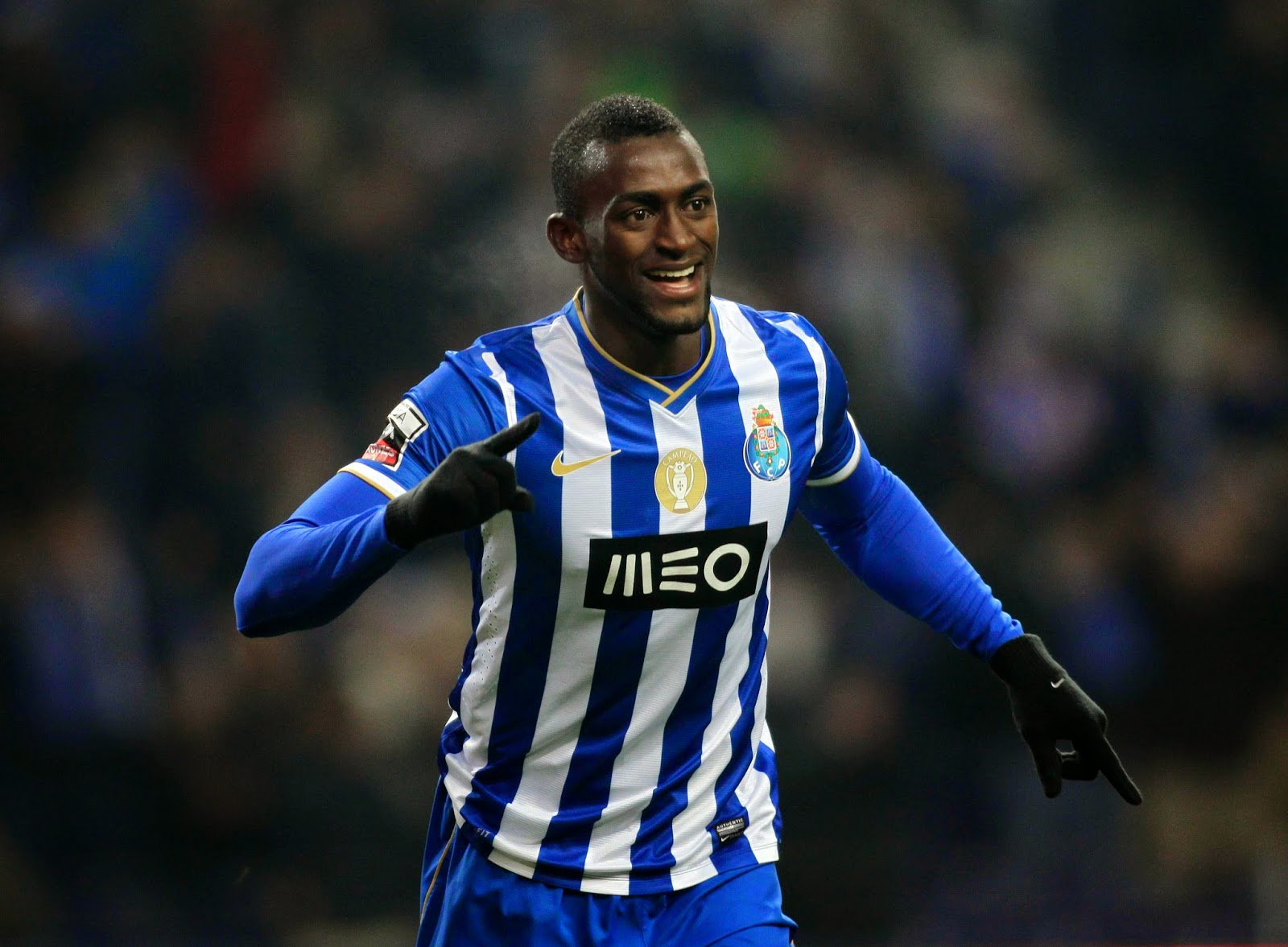 Tottenham join Liverpool for Jackson Martinez