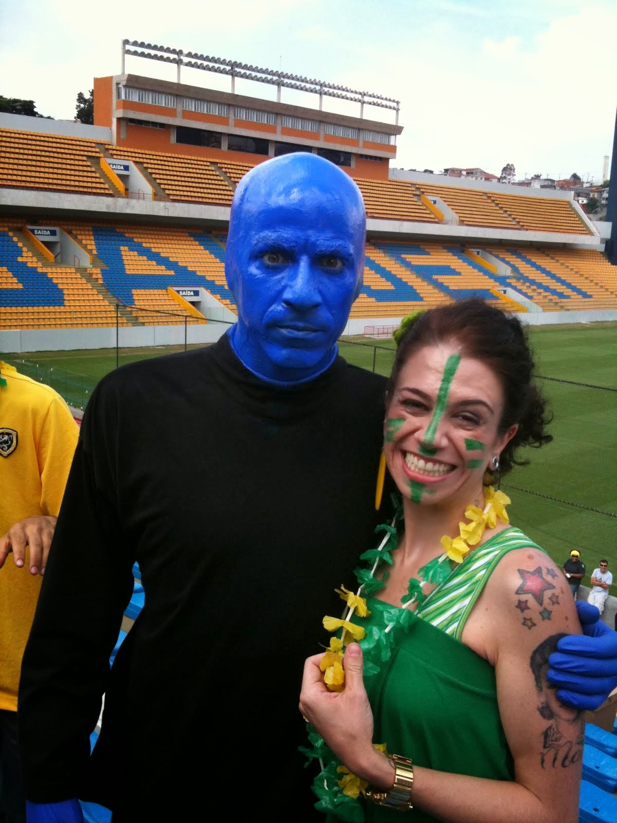 Sósia Amy Winehouse com o Blue Man