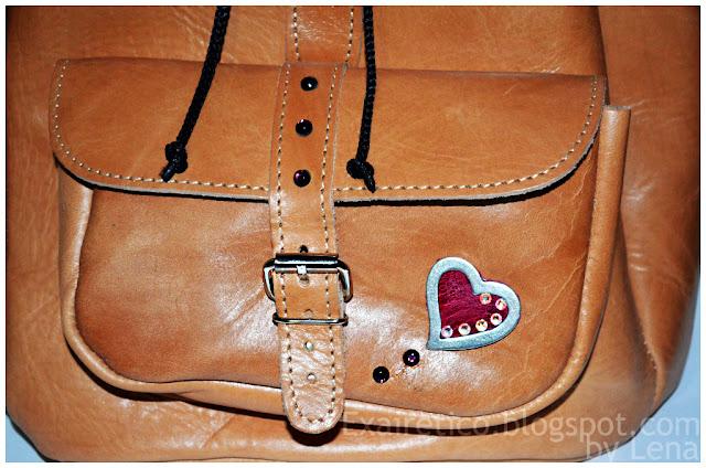 Χειροποίητη δερμάτινη τσάντα πλάτης με δερμάτινες-μεταλλικές καρδιές, Strass και Swarovski