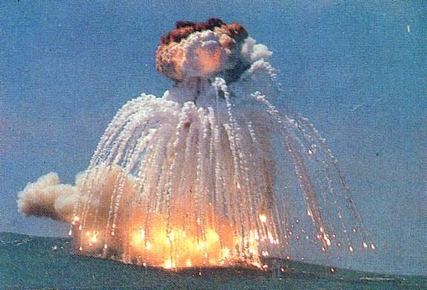 titan+34D+explosion1986.jpg