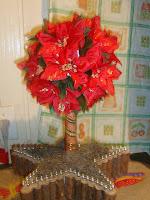 CENTRO DE MESA NATALINO- bola de isopor com flores num vaso estrelar!!!