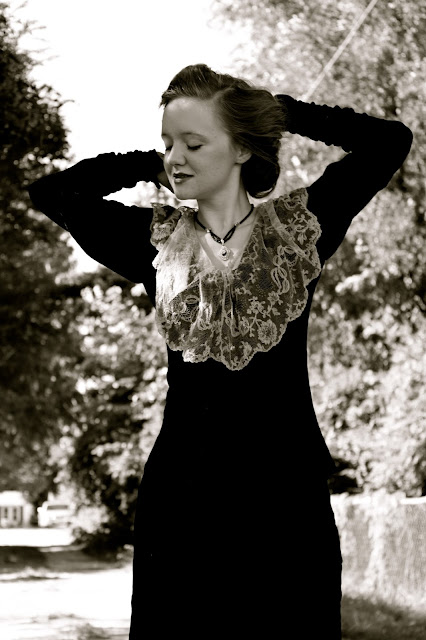 Flashback Summer: Big Hair and Velvet Sleeves - 1910s World War 1 WWI photoshoot