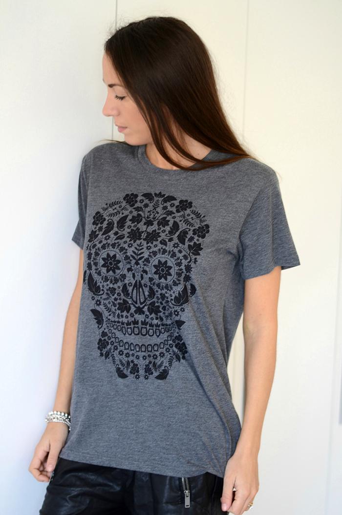 maglietta grigia teschio nero