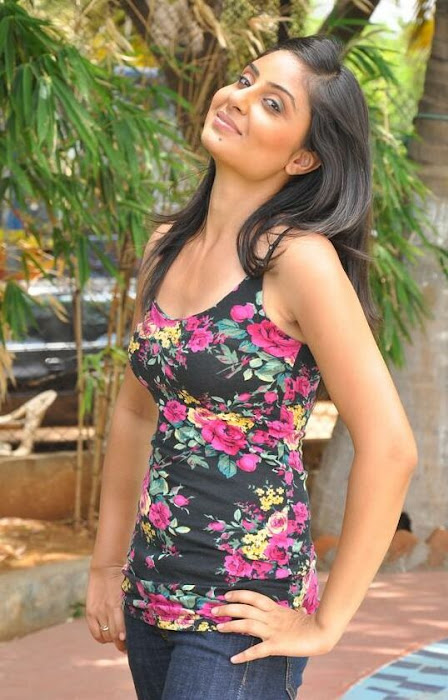 bhanusri mehra spicy in jeans - glamour  images