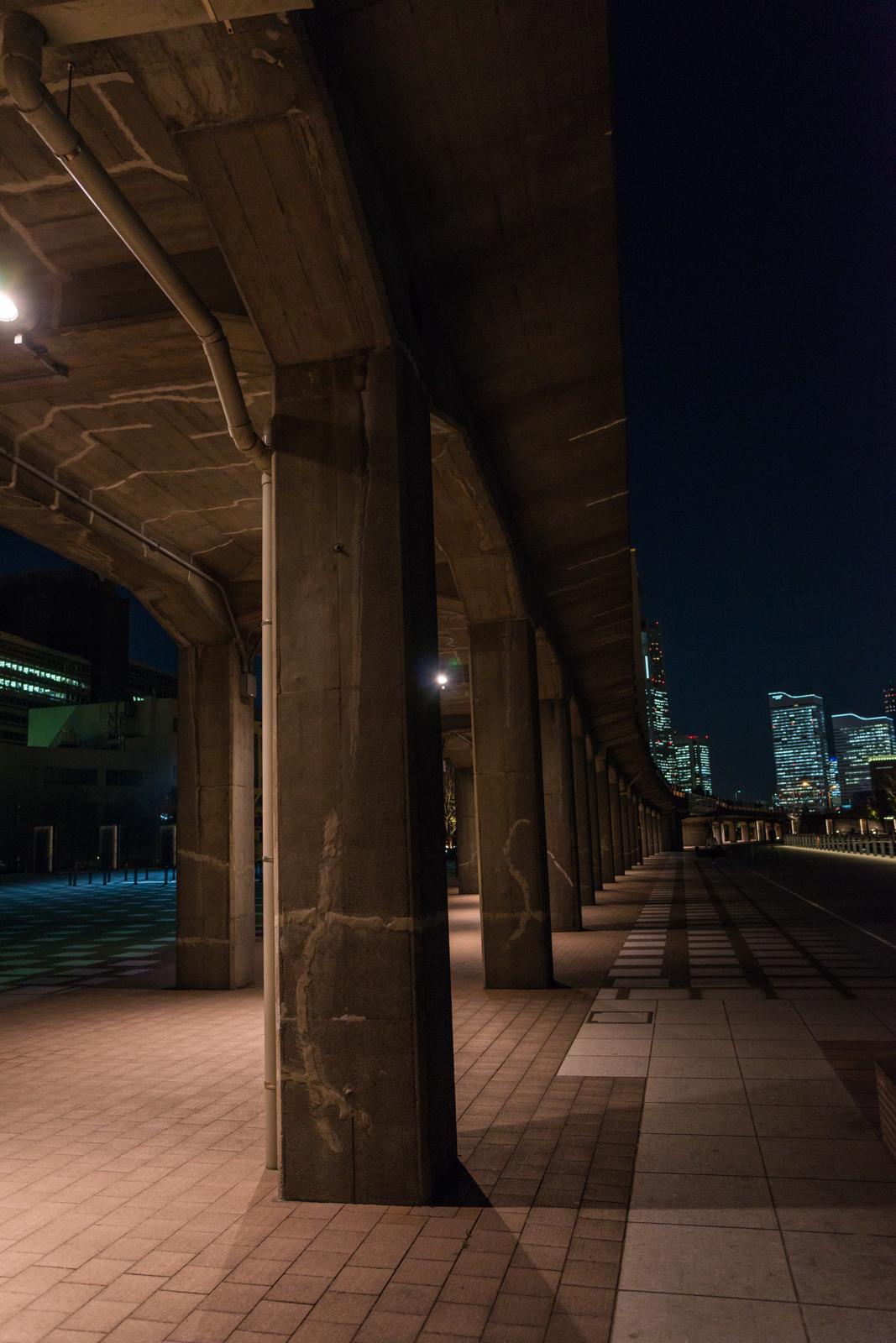 横浜、大さん橋にて手持ちで撮影した夜景写真 4