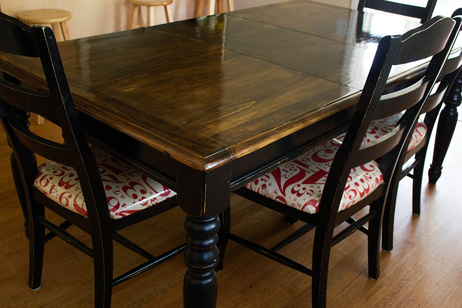 do it yourself divas diy refinish just a table top and. Black Bedroom Furniture Sets. Home Design Ideas