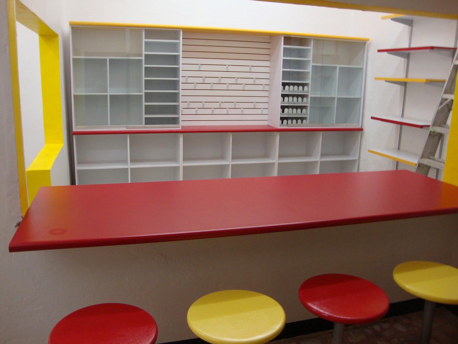 Mostradores de madera para negocios la importancia de un for Muebles de oficina zona oeste