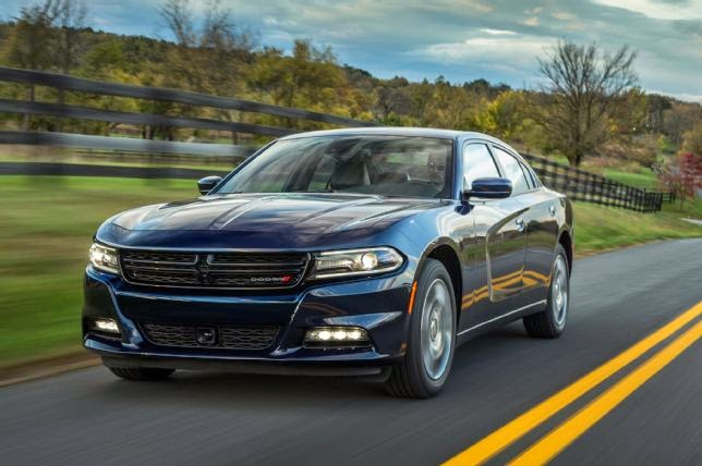Front 3/4 view of 2015 Dodge Charger SXT