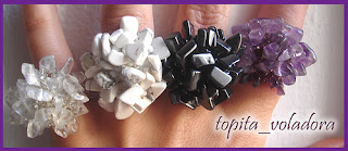 anillo en piedras y abalorios