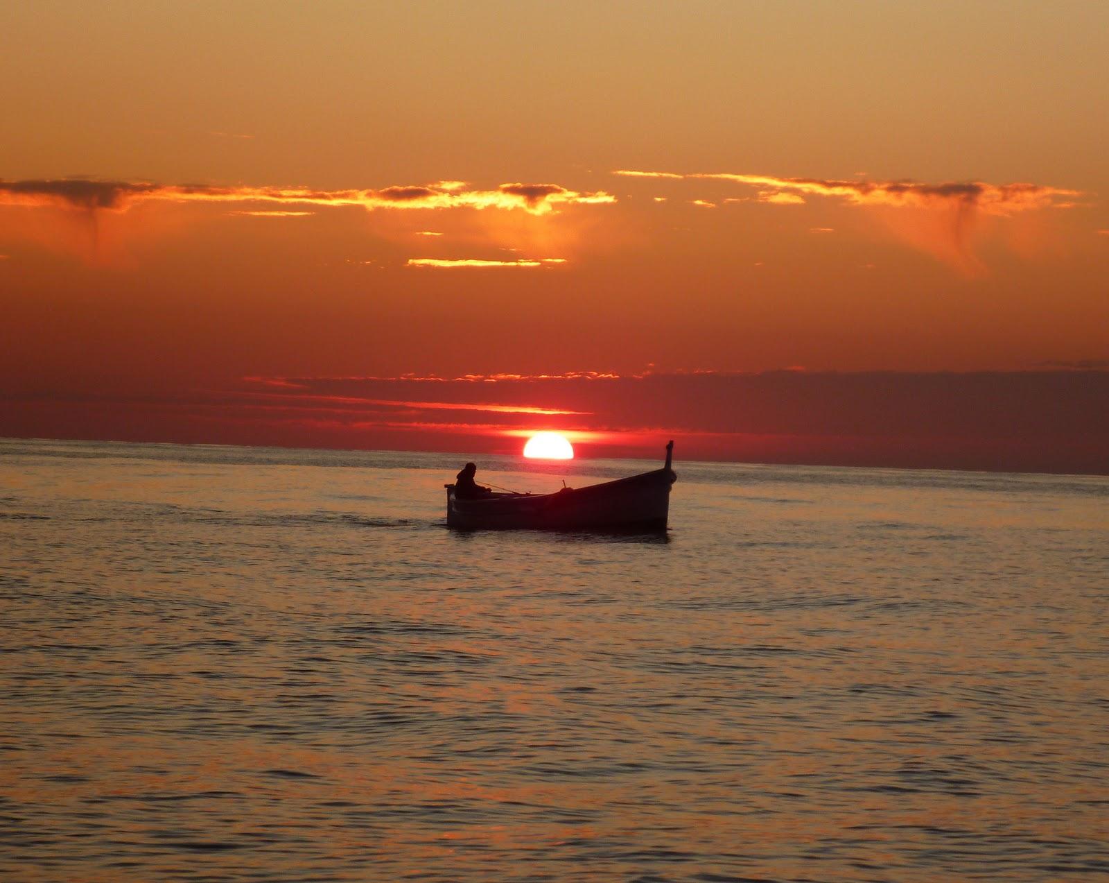 Where is tara tari le grand voyage de capucine et tara tari c 39 est parti la ciotat marseille - Coucher de soleil marseille ...
