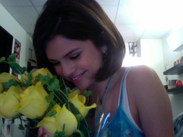 Selena gomez twitter pictures