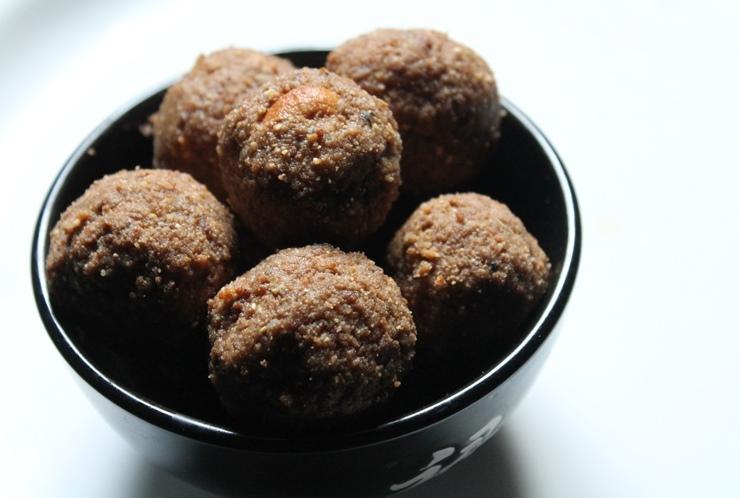 Atta Ladoo Recipe / Wheat Flour Ladoo Recipe