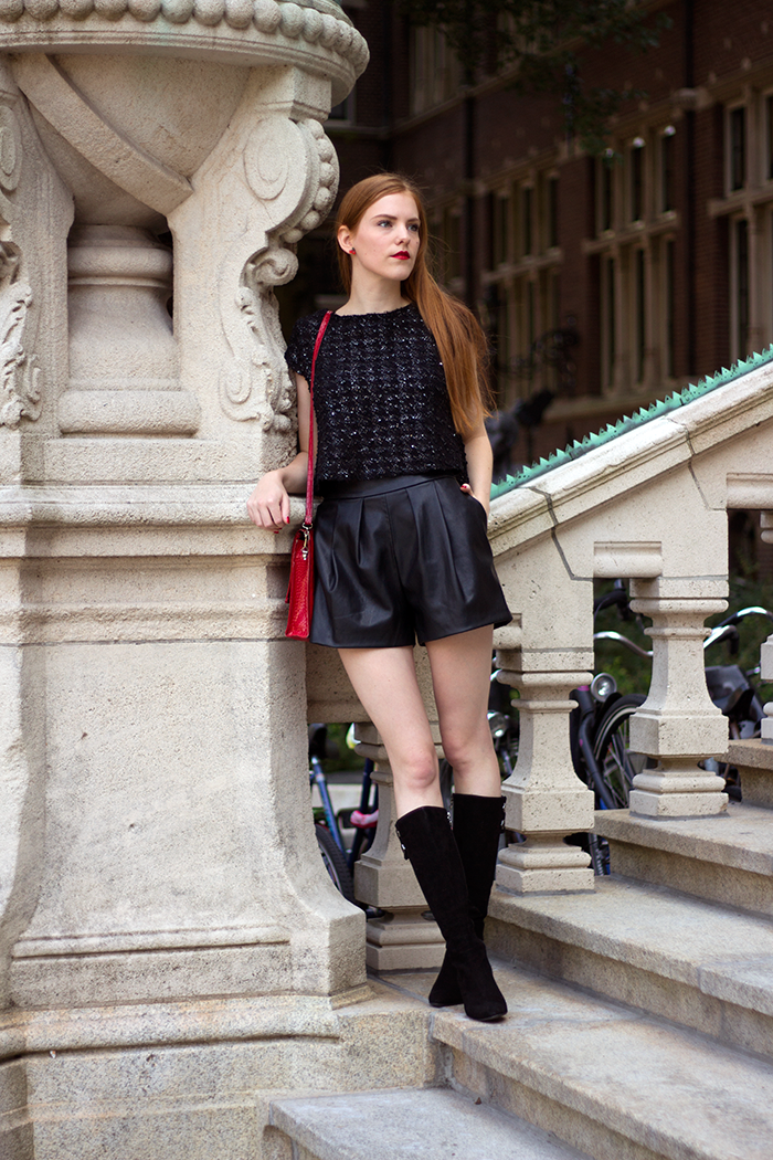 Outfit with a tweed crop top, faux leather shorts and vintage suede boots in Amsterdam