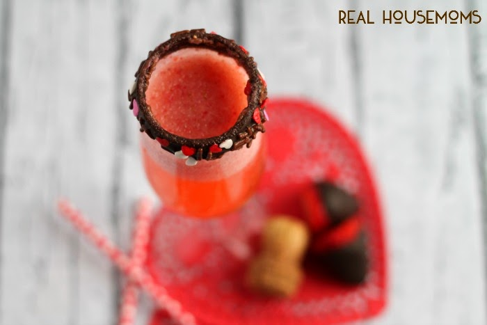 Made with fresh pureed strawberries & your favorite chocolate liquor, and then topped with champagne a chocolate rimmed champagne glass, you just can't go wrong with this Chocolate Covered Strawberry Bellini for Valentine's Day