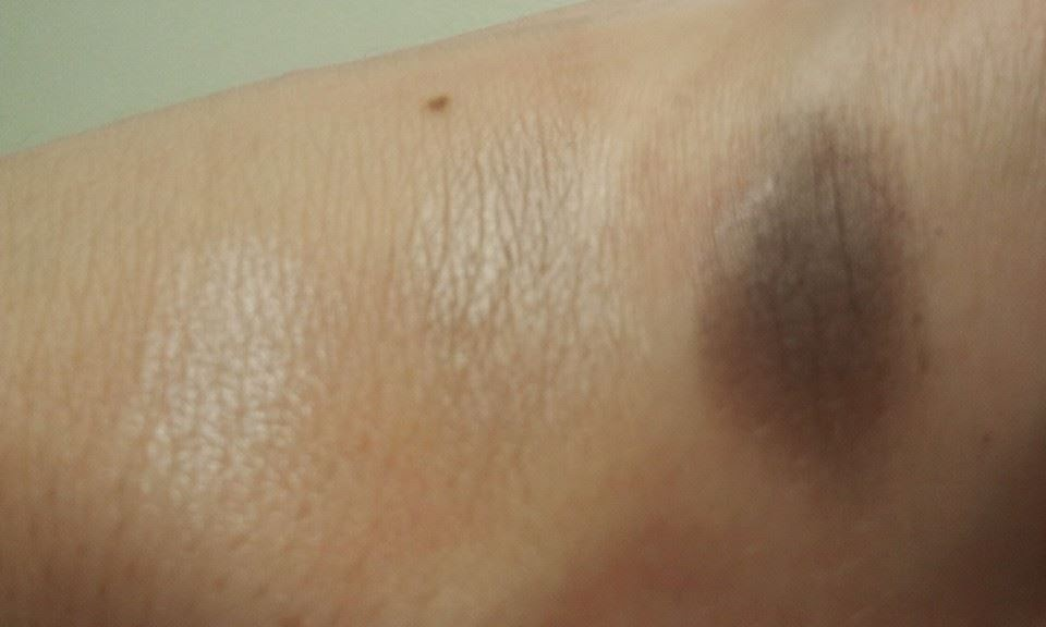 Sante-Naturkosmetik-Eyeshadow-Trios-Smokey-Eyes-06-on-my-hand