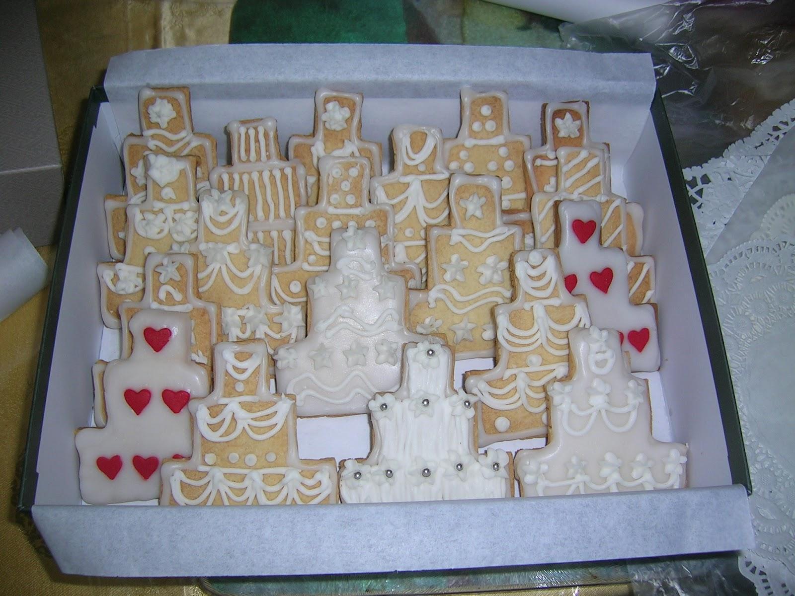 Cookies For Wedding Door Gift : Designer Cookie3-Tier Wedding Cake, packed as gift box