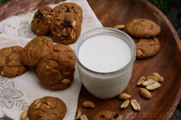 Flourless Peanut Butter Cookies #glutenfree @Cookies4Kids | www.girlichef.com