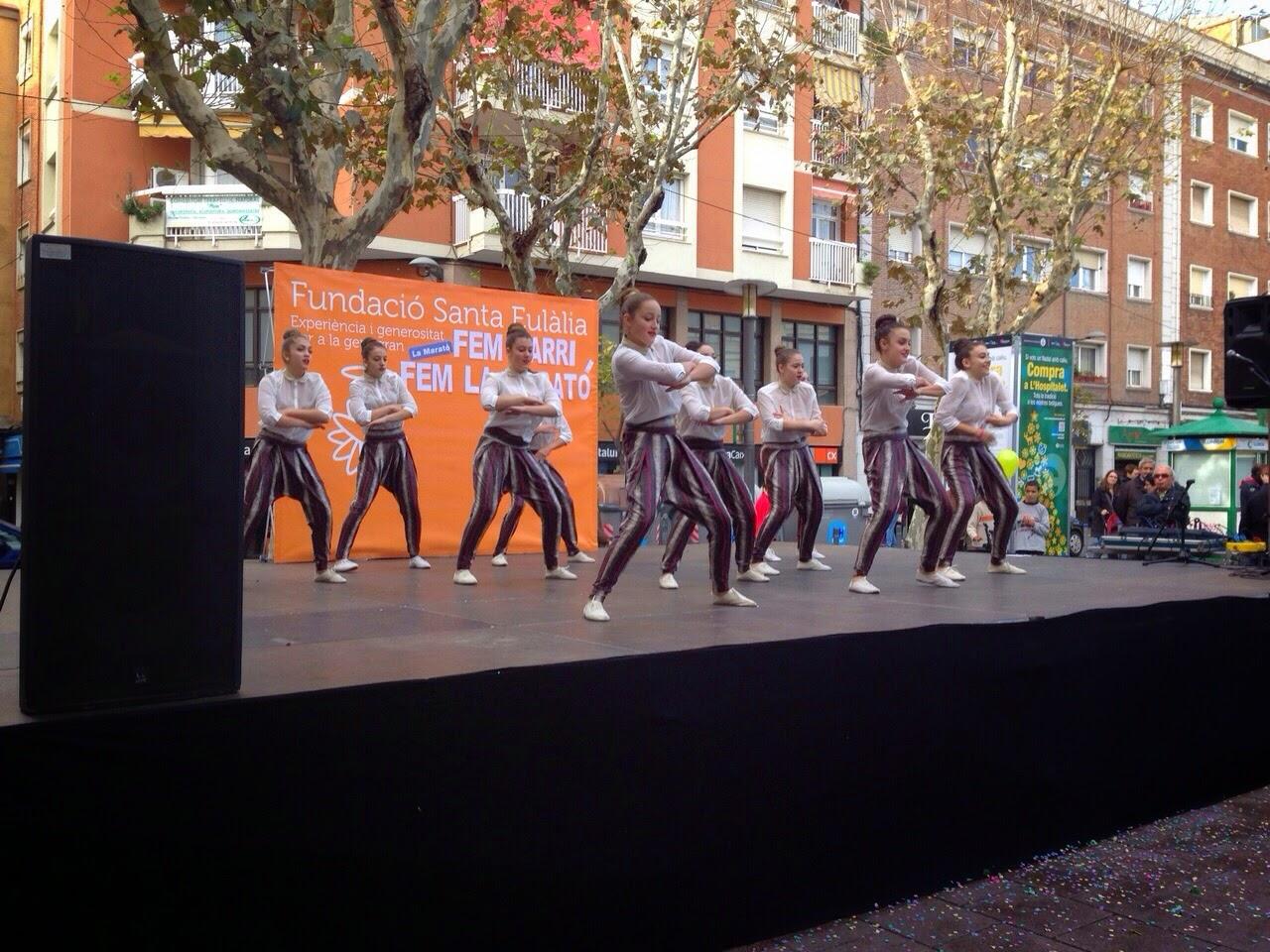 Escuela de danza y acrobacia gimnasio pir mide una for Gimnasio hospitalet