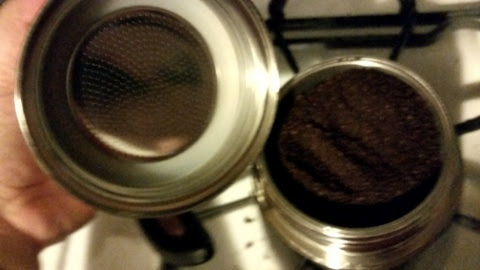 trudeau espresso maker seal and espresso in filter