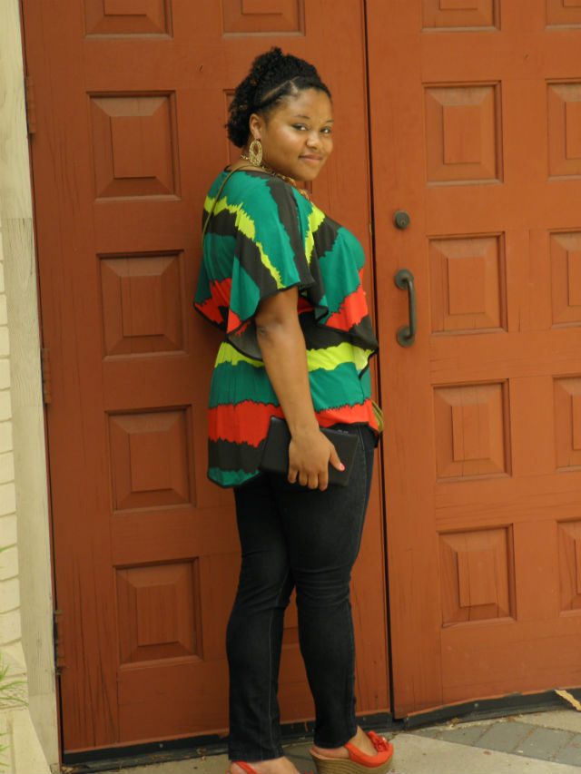 Jamaican colored shirts, gold accessories, wedges, skinny jeans