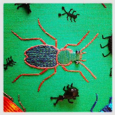 Broderi. Stumpwork Ground beetle. Backstitched chainstitch.