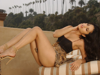 Sunny Leone Canadian Model Wallpapers 06