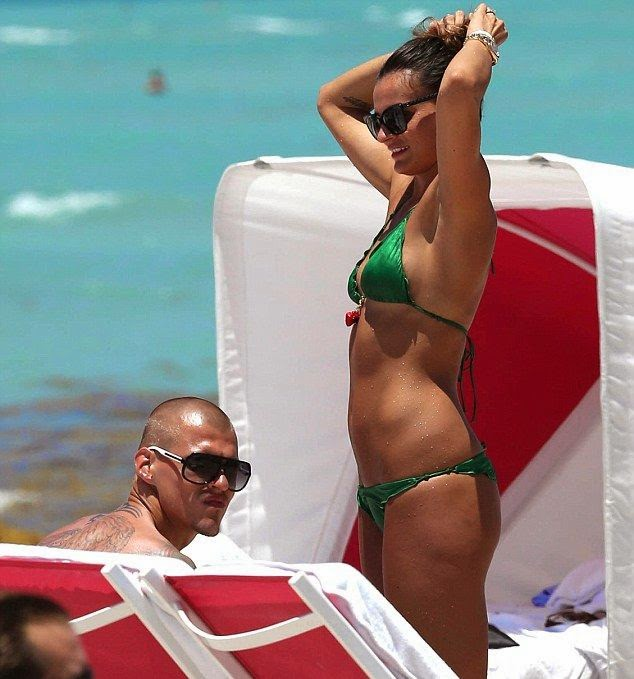 In Thursday,‭ ‬May‭ ‬22,‭ ‬2014,‭ ‬the buxom, Barbara Lovasova showed off again her perfect anatomy in another two-piece pattern as she accentuated her glory in a green bikini.