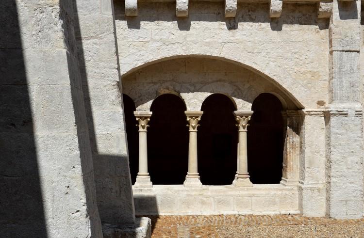 8 Le cloître - Abbaye de Montmajour