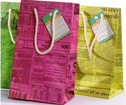 A mi manera c mo hacer bolsas de papel con papel de diario - Hacer cestas con papel de periodico ...
