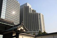 大手門と建設中のパレスホテル