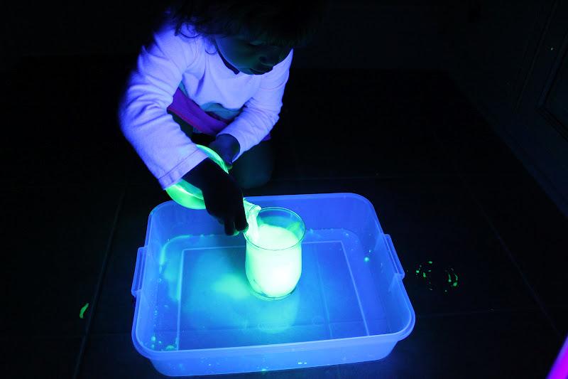 Как сделать светящуюся руку в домашних условиях