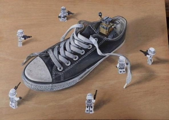 Lukisan 3Dimensi Perang Sepatu oleh Ivan Hoo