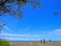 Pantai Goa Cemara, Pantai Dibalik Rimbunnya Pohon cemara