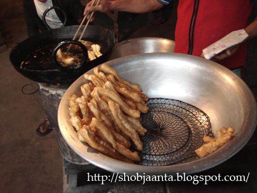 Chinese Breakast, Kolkata, Calcutta, Tiretta bazar, Tiretti bazar, Tangra, China Town, sausages, Tai pao, Momos, Pork, Feng shui