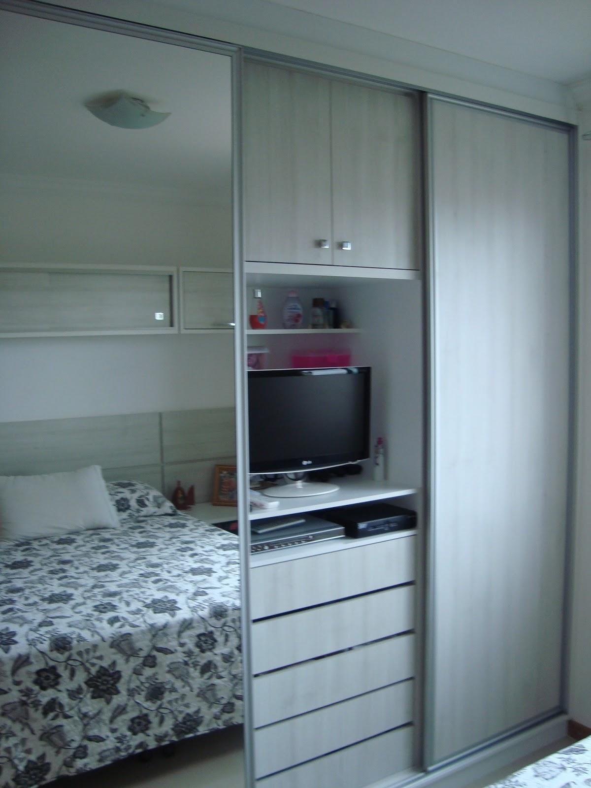 Guarda roupa planejado com espaço para TV #5B203C 1200x1600 Armario Banheiro Modulado